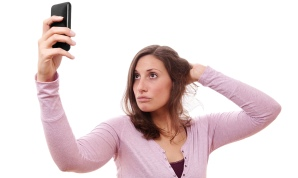 Woman-taking-selfie-015.jpg